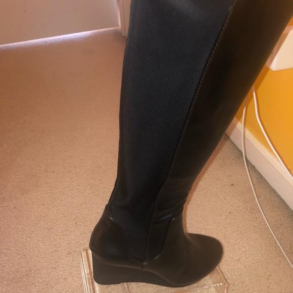 Black Nadra platform boot